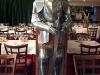 Ett kärt återseende, min gamla rustning finns nu på en restaurang. Jag tror han trivs bättre där!