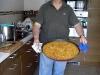 Stolte kocken Carlos visar upp sitt mästerverk, Arroz de Banda. Den var supergod!
