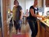 Sen lunch/tidig middag. Köket är Tessiz och Ninas domän för tillfället.