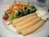 Dagens lunch ute igår, här förrätten; vit sparris med majonnäs och grönsaker.