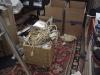 Kontoret ser ut som skräp, men måste sortera kablar någonstans...