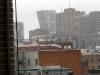 Om jag anstränger mig och hänger ut genom fönstret så kan jag se de lutande tornen (Puerta de Europa) vid Plaza de Castilla.