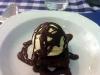Chokladkaka med vaniljglass till dessert.
