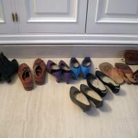 Några skor på tork, som jag tänker behålla. De blev blöta i morse eftersom vattnet rann in i garderoberna...