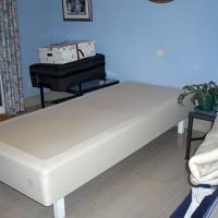 Andra halvan av sängen står nu i gästrummet.