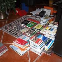 En massa kartor och resehandböcker som jag får fundera vad jag skall göra med.
