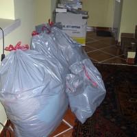 Har burit ner mina gamla kläder i källaren samt släpat ut lite av datorerna...