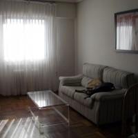 Del av vardagsrummet, med en matta och personliga tillhörigheter blir det nog bättre...