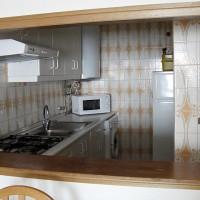 Tittut, från vardagsrummet kan jag kika in i köket...