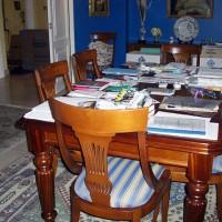 ... och matsalsbordet som ett bombnedslag. Så här har det sett ut under den sista månaden...