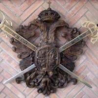 Även denna ställning med svärd är svår att få plats med i en lägenhet.