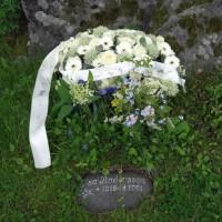 Kransen från Holland lade vi på makens mammas grav