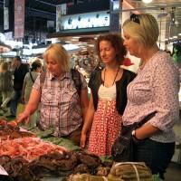 Vi inspekterar skaldjuren på marknaden