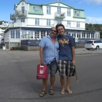 Far och son på besök