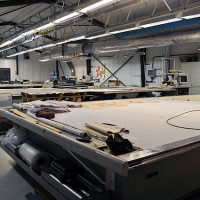 Dataskäravdelningen med sina fyra maskiner för tillskärning av skinn
